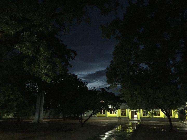 Monzón en Anantapur. Noche en la FVF