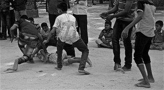 Niños jugando al kabaddi (Pepe Rasines)